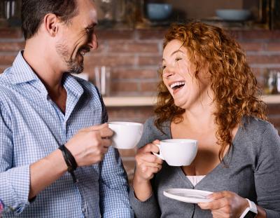Pärchen mit Kaffee 400x311